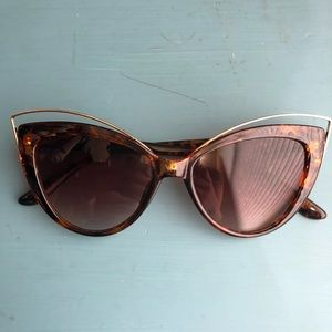 NWOT Oversided Cat-Eye Sunglasses!